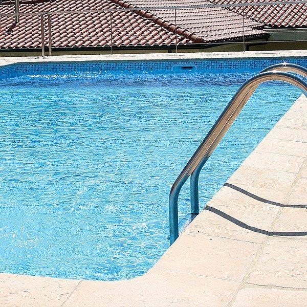 Piscina prefabricada 700cm x 350cm x 150cm piscinas athena for Piscinas prefabricadas madera