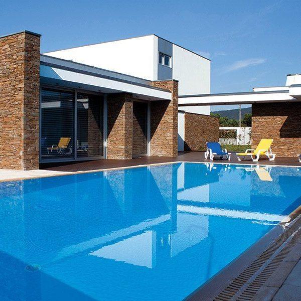 Piscinas con rebosadero perimetral prefabricadas piscinas athena - Piscinas con diseno ...