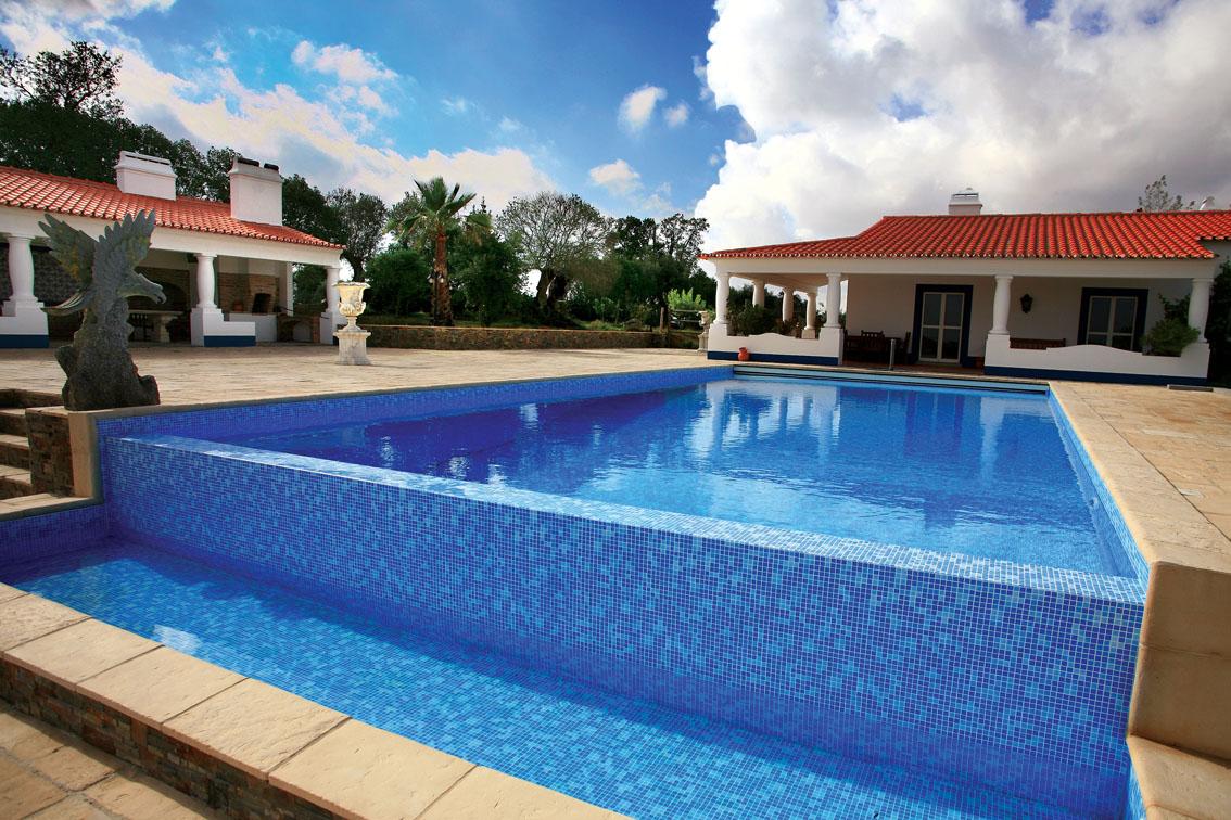 Piscinas desbordantes prefabricadas de acero piscinas for Fotos de piscinas infinity
