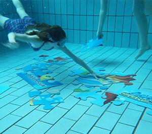 imagen juegos subacuaticos de piscina