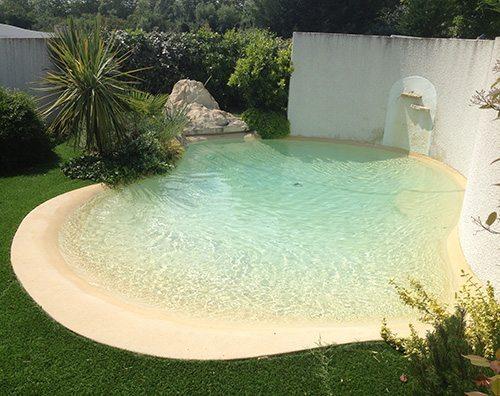 piscinas de arena a medida con playa piscinas athena. Black Bedroom Furniture Sets. Home Design Ideas
