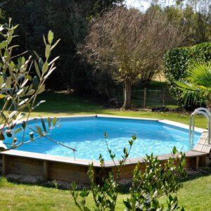 vista piscina de madera violette semi enterrada
