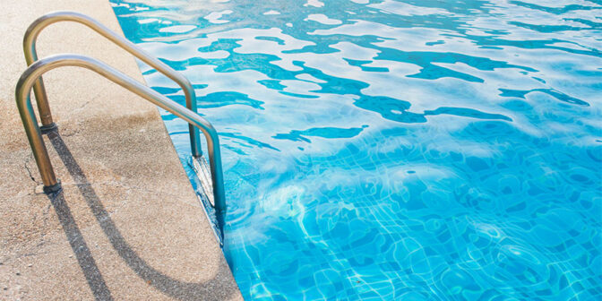 como-preparar-la-piscina-para-el-verano