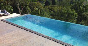 imagen piscina prefabricada de madera a desbordamiento