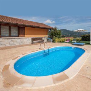 imagen piscina enterrada ovalada de GRE